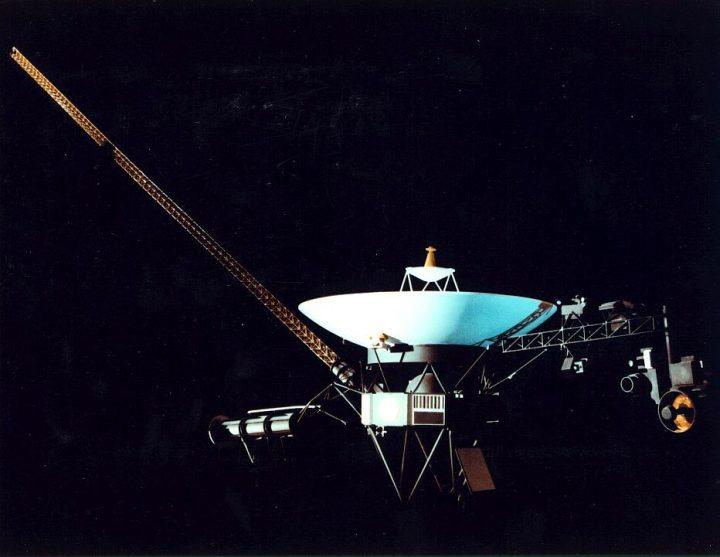 Voyager continua a navegar pelo Espaço