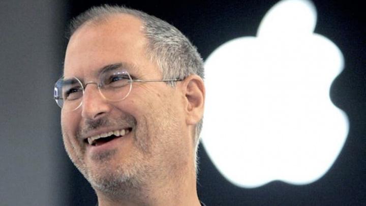 Imagem Steve Jobs que anunciou mudar para Intel