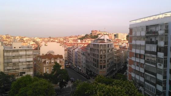 Cidade de Lisboa ao pôr-do-sol, cerca das 20h26 da noite.