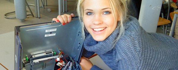 woman-repairing-computer-banner