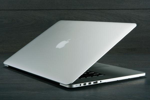 ae9a03931e590 As melhorias agora anunciadas nesta gama de portáteis da Apple abrangem os  dois modelos disponíveis. Tanto o modelo de 13 polegadas como o de 15  polegadas ...