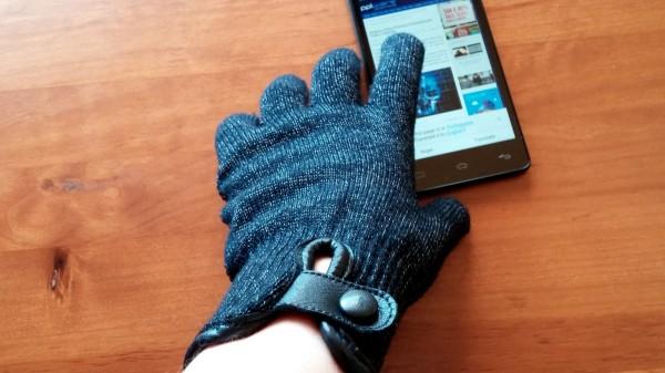 mujjo_refined_touchscreen