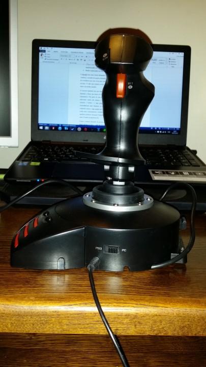 Joystick Thrustmaster T-Flight HOTAS X_pplware (5)