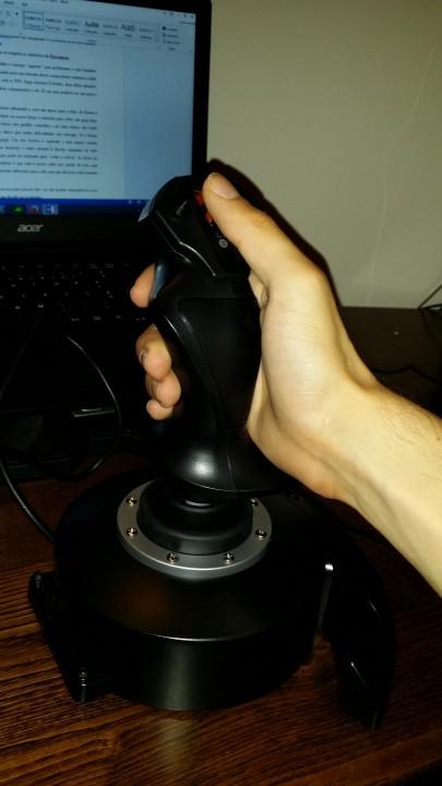 Joystick Thrustmaster T-Flight HOTAS X_pplware (6)