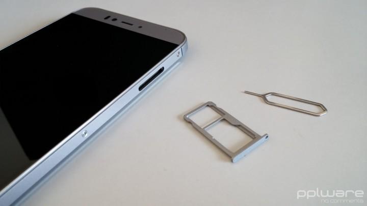 UMI Iron - Ranhura para cartões SIM e MicroSD