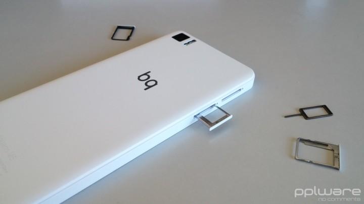 bq Aquaris M5  - Slots para cartões SIM e microSD