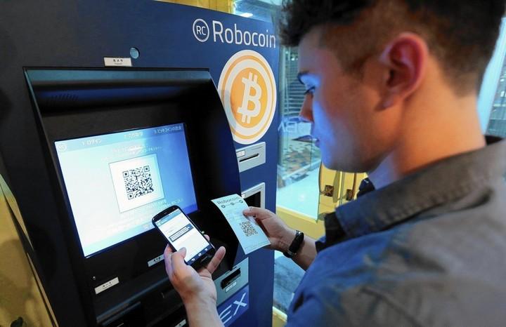 Resultado de imagem para maquina de comprar bitcoin