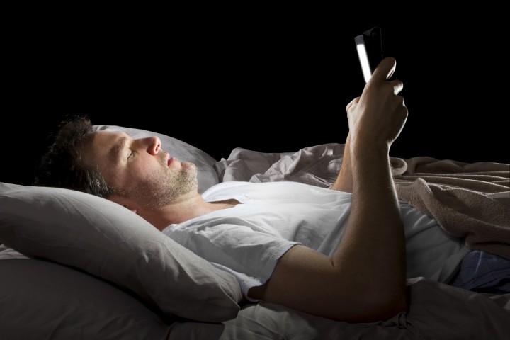 Como são afetados o cérebro e corpo pela luz azul do smartphone?