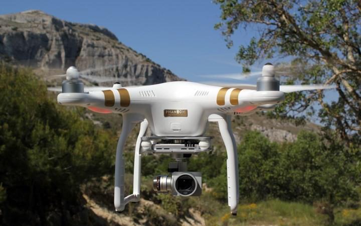 Resultado de imagem para drone profissional voando