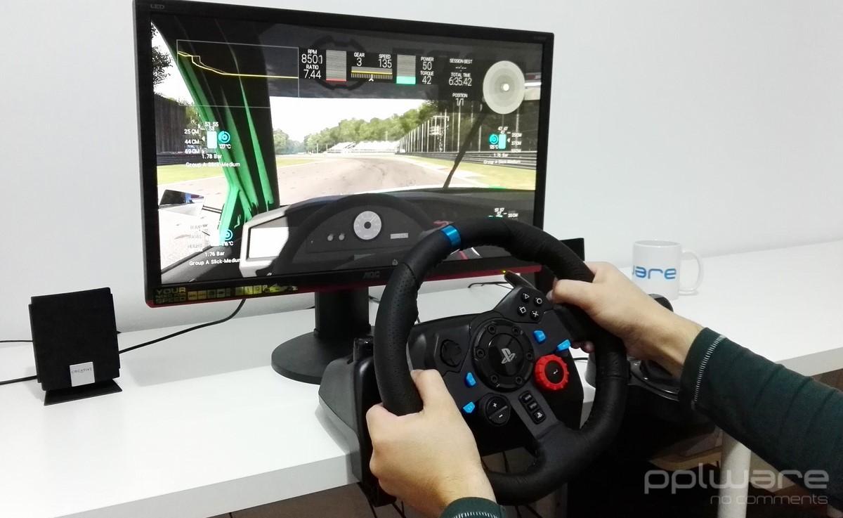 394a2f8a336 O volante Logitech G29 é um dos poucos modelos que funciona com a nova PS4,  embora seja também totalmente compatível com a PS3 (mediante a comutação de  um ...