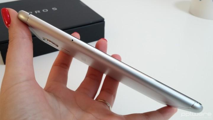 Meizu Pro 5 - slot para cartões nanoSIM e Micro SD