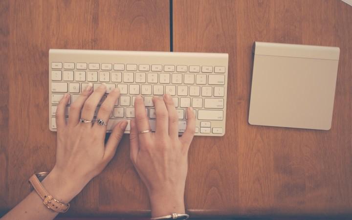 teclado-mulher