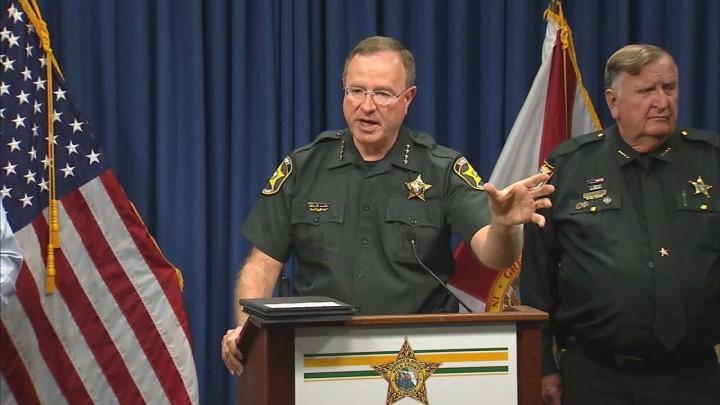 Xerife da Flórida promete prender Tim Cook