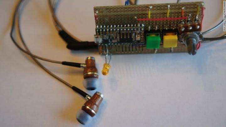 Estudante cria dispositivo fantástico para problemas auditivos