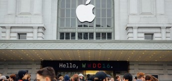 wwdc-crowd-and-exterior-8684_thumb.jpg