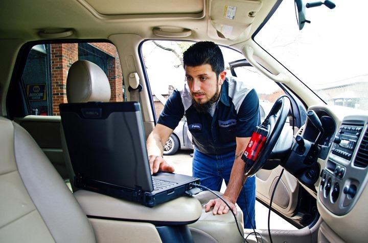 automotive_diagnostic_technician_rugged_laptop_SA14_2