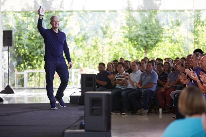 iPhone mil milhões Tim Cook