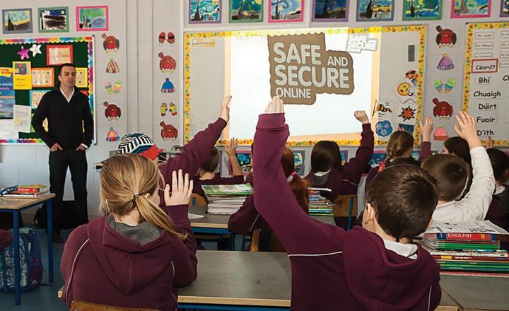 disciplina-escolar-dedicada-a-educacao-e-seguranca-online