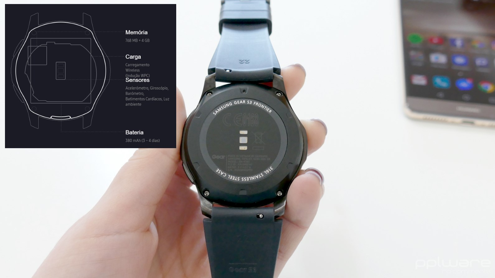 4d5d03e9919 Por baixo encontra-se o sensor de batimentos cardíacos. Este relógio  inteligente traz ainda outros sensores