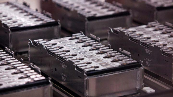 Exemplo de uma bateria em estado sólido