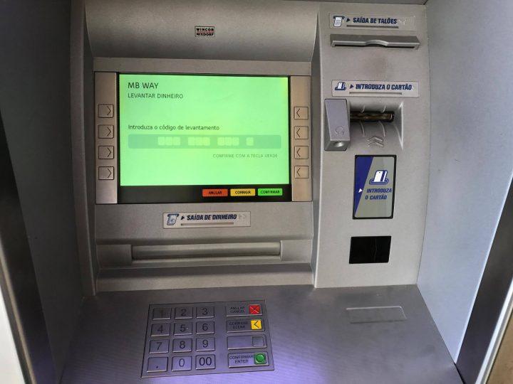 COVID-19: Multas na hora já podem ser pagas por multibanco