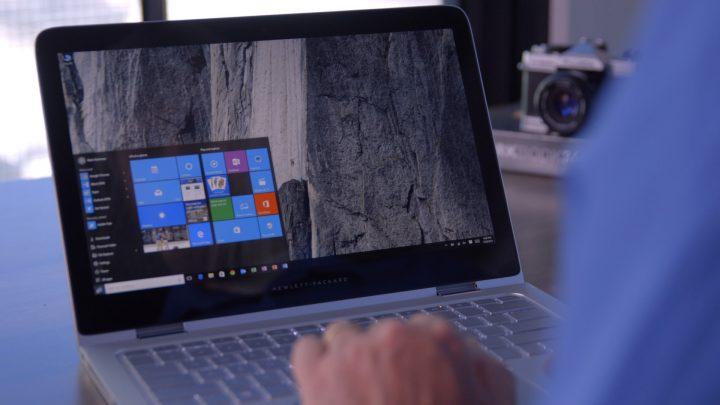 Imagem utilizador a usar o Histórico de Ficheiros no Windows 10