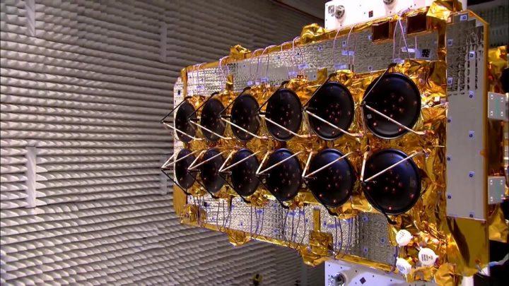 Ilustração de satélites para a Internet Galáctica