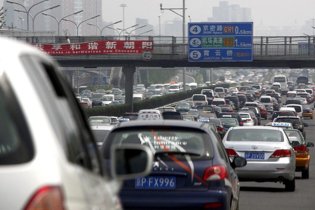 Milhões de veículos a gasolina e diesel na China