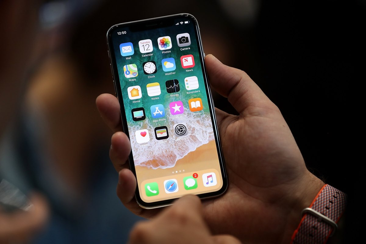 Apple continua com problemas de stock — IPhone X