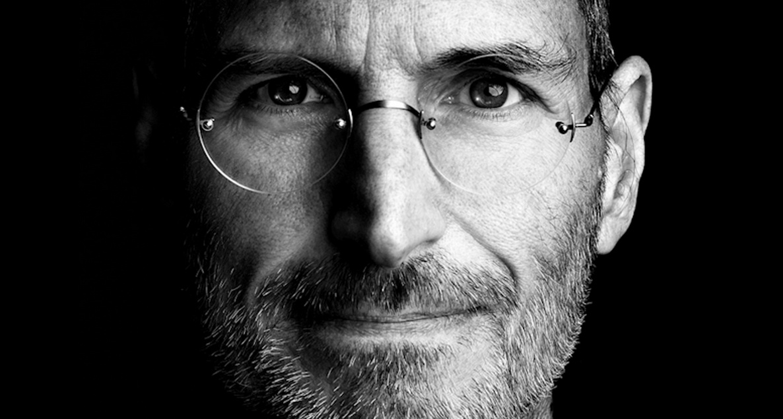 "003b6e7f78f Lembrar Steve Jobs – Um tolo que ""pensou diferente"""