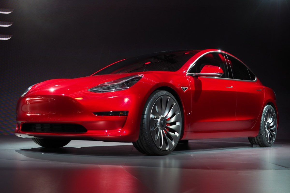 Tesla já devia ter 1.500 Model 3 mas produziu apenas… 260