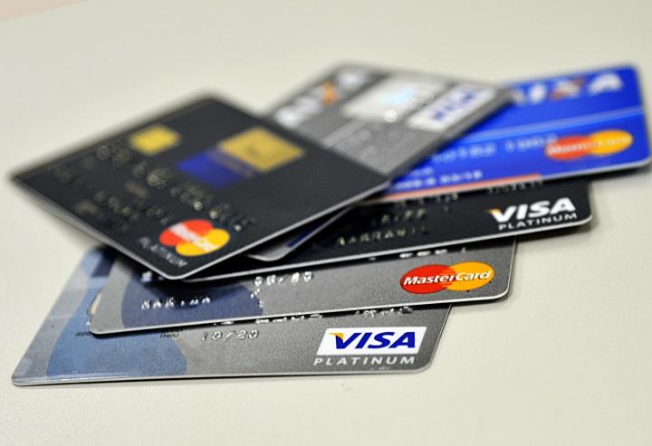 Alerta: Custos com cartões de débito disparam significativamente