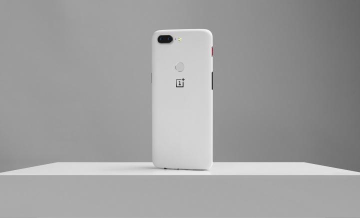 OnePlus 5T edição Sandstone branca