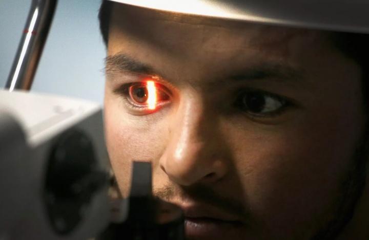 Ecrãs dos seus dispositivos degradam mais a visão do que imagina