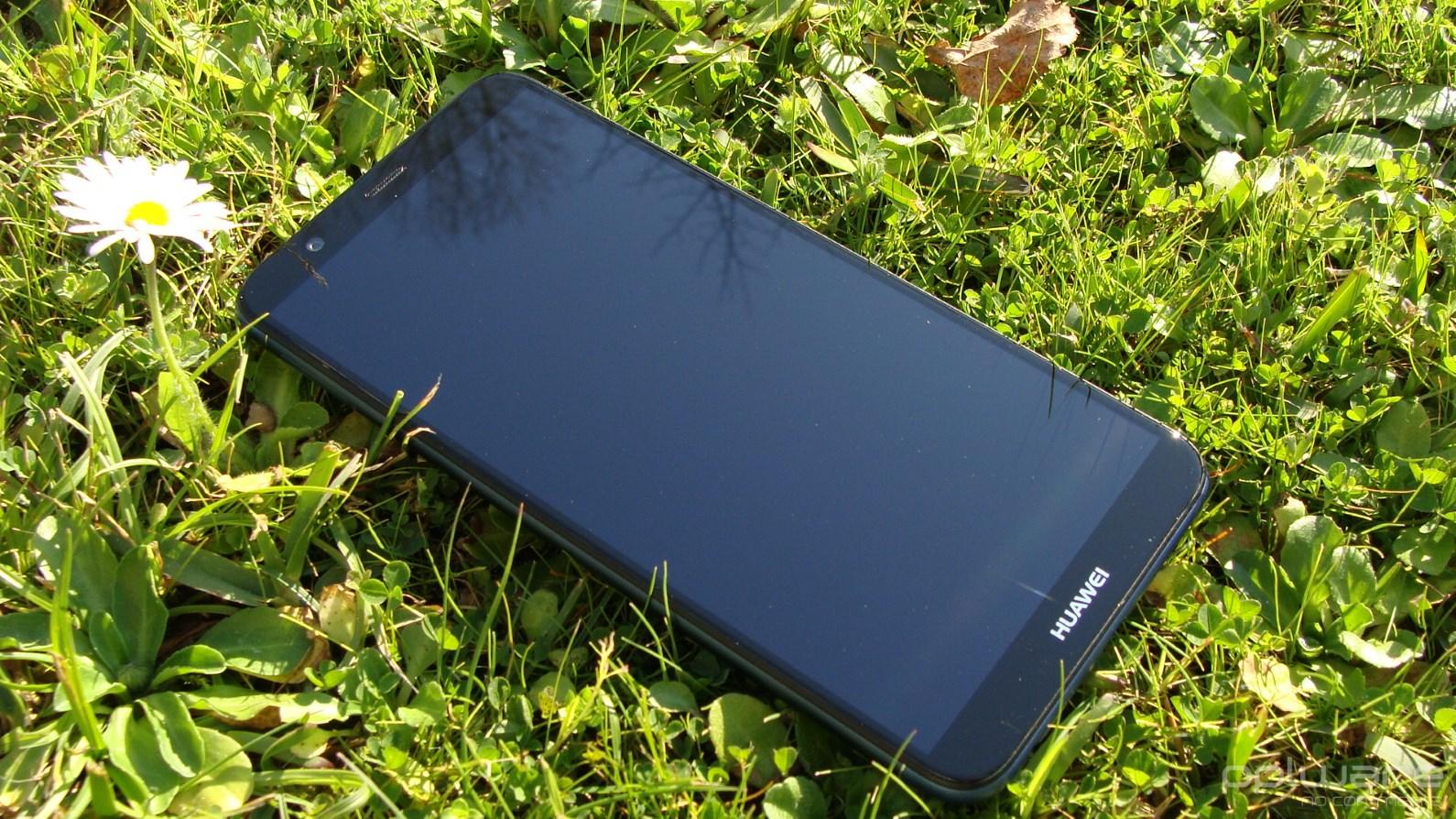 """5c7620fc8f Este ecrã """"esticado"""" no comprimento capacita o Huawei P smart da  funcionalidade de ecrã dividido"""