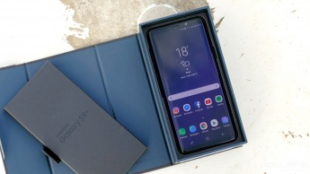 Samsung Galaxy S9 + box