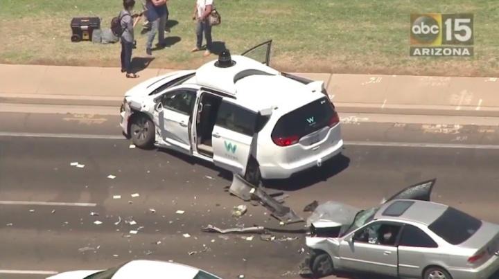 Imagem de Carro autónomo Waymo envolvido em acidente