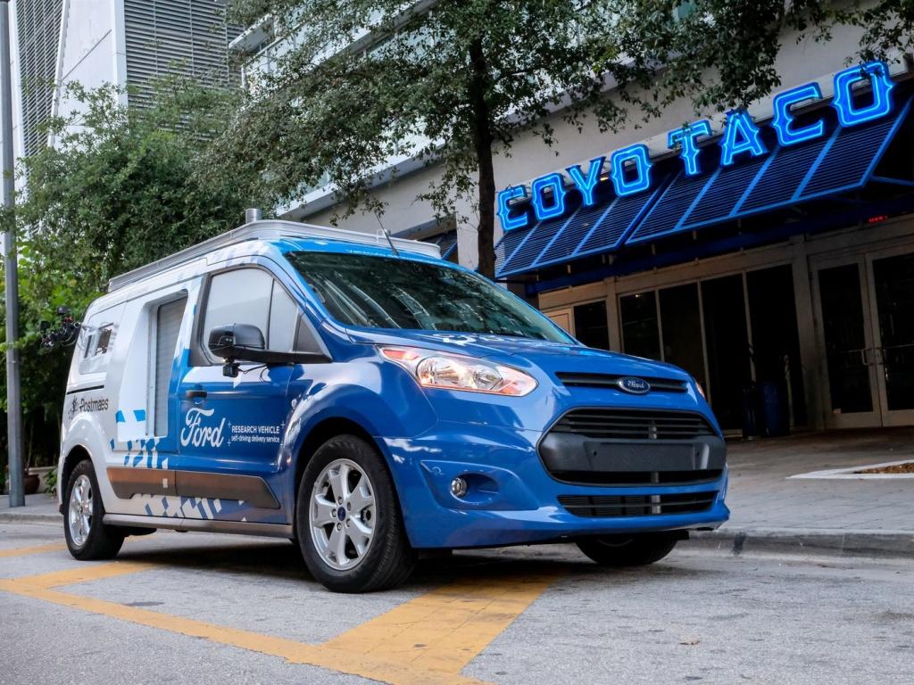 Imagem de carrinha Ford em teste de veículo autónomo para entregar alimentos em Miami