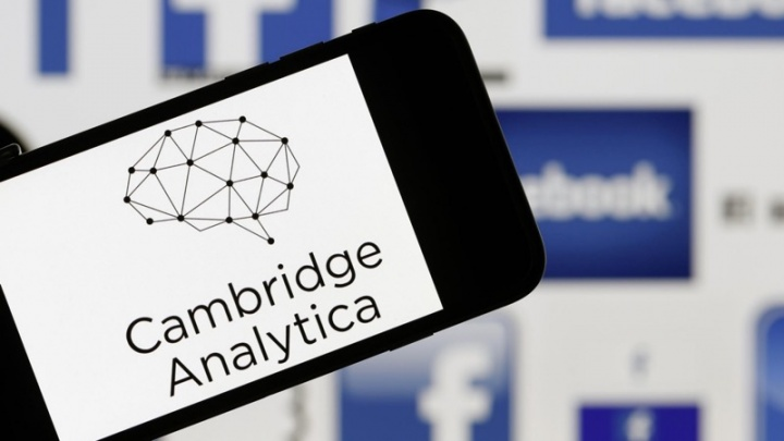 Facebook Cambridge Analytica Reino Unido multa