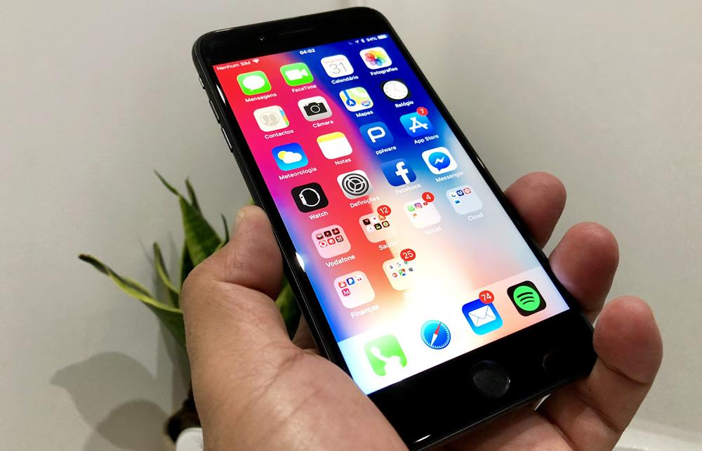 Segundo consta, a Apple poderá lançar um iPhone Plus com este suporte  específico. c88795ed89