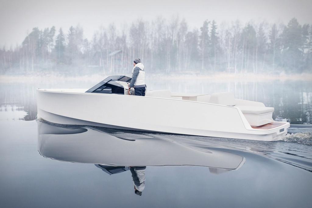 Imagem de um novo barco elétrico de puro design