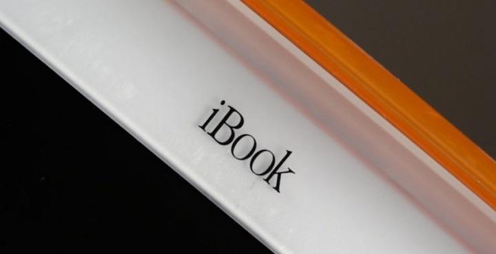 Steve Jobs iBook Wi-Fi Apple