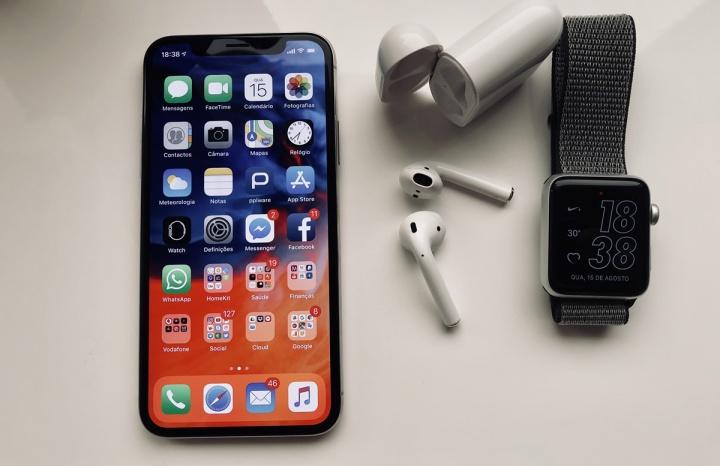 Imagem iPhone X, AirPods e Apple Watch Apple