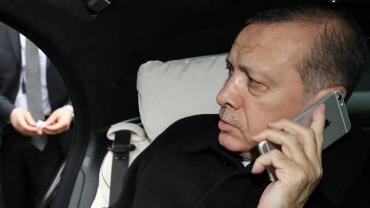 Imagem presedente da Turquia Erdogan com iPhone