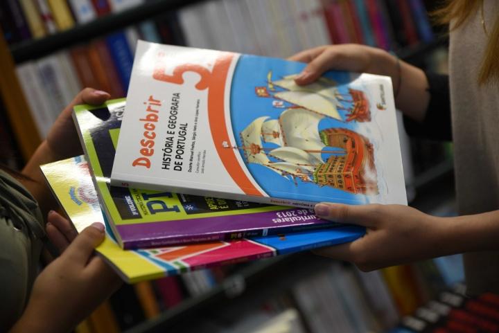 MEGA - Ainda não tem os manuais escolares? A culpa foram dos erros informáticos