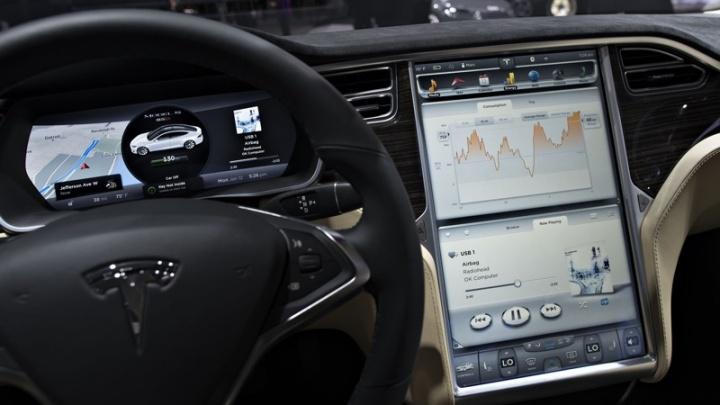 Tesla app rede carros servidores
