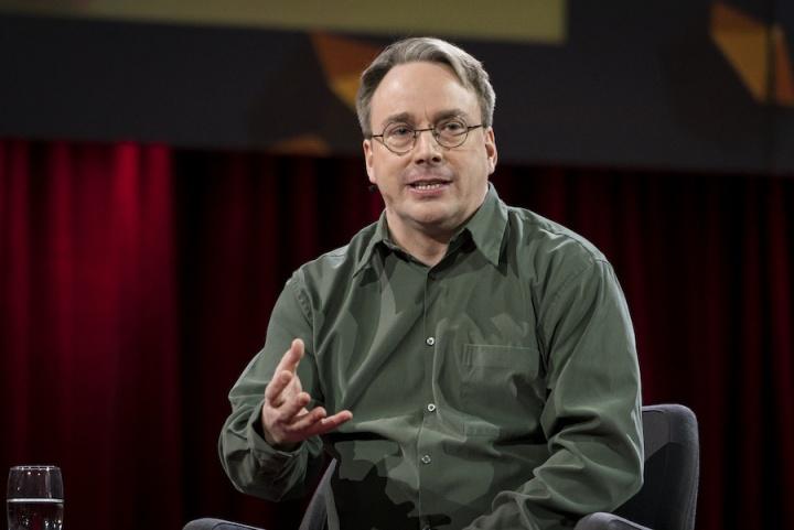 Linus Torvalds linux afastar