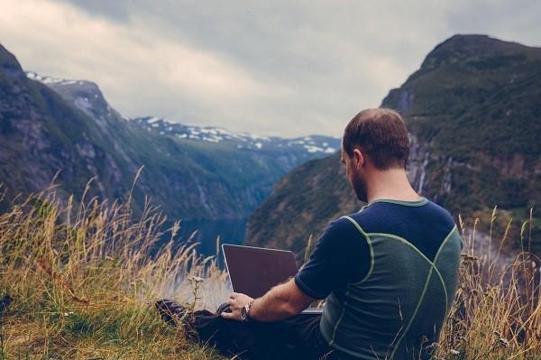 Dicas de segurança e privacidade online para os nómadas digitais