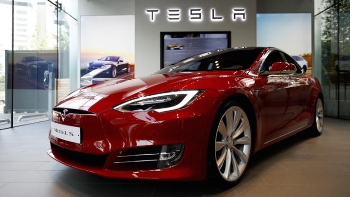 Chave Tesla Model S clonada