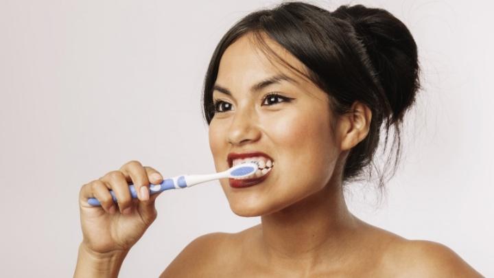 Lavar os dentes também poderá vir a ser uma tarefa da tecnologia inteligente - IMAGEM: Freepik